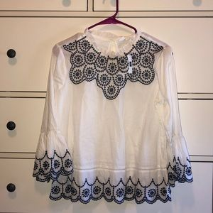 NWT Beautiful embroidered blouse